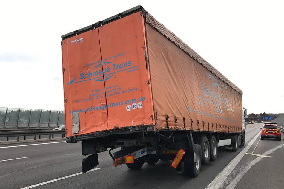 Zwei Trucks sind nahe Dresden auf der Autobahn 4 kollidiert.