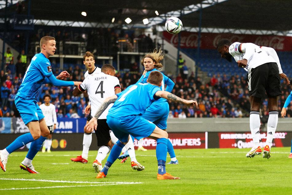 Klasse Kopfball! Antonio Rüdiger (r.) wuchtet die Kugel zum 2:0 für die DFB-Elf ins rechte Eck.