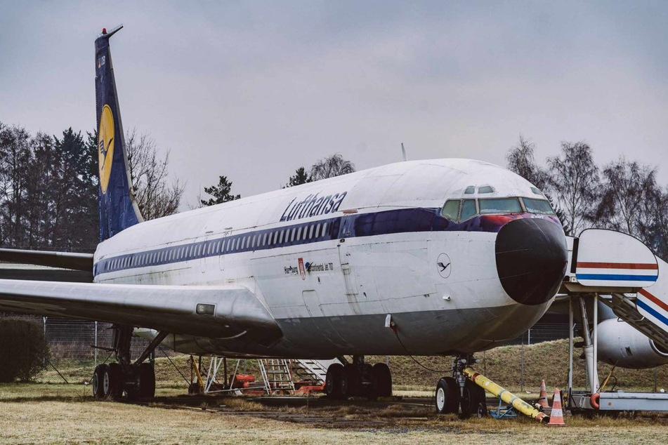 Das Museumsflugzeug Boeing 707-430 steht im nördlichen Bereich auf dem Gelände des Flughafens Hamburg Airport.