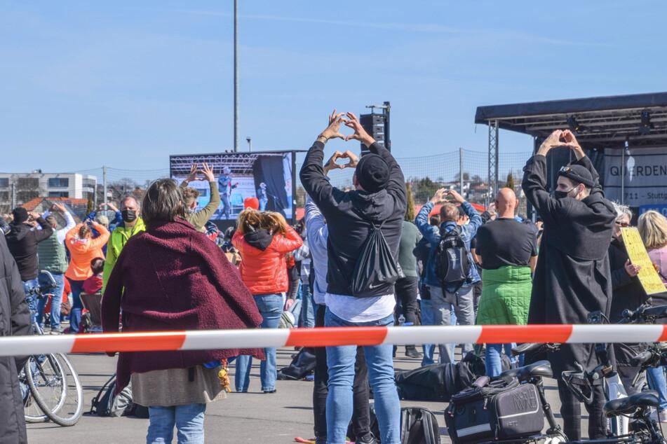 """800 Teilnehmer sind zu der Corona-Demo der Initiative """"Querdenken"""" auf dem Schwimmbadgelände in Sinsheim zugelassen."""