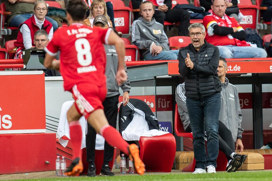 Unions Trainer Urs Fischer (55, r.) erkennt trotz des Erfolges auch Schwächen seiner Truppe.