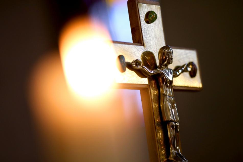 Frauen in der Kirche immer noch außen vor - Katholische Laien fordern Umdenken