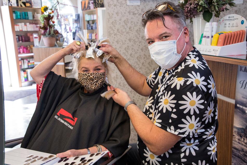 Kabarettistin Birgit Schaller (59) lässt sich gern von Holger Knievel etwas aufhellen.