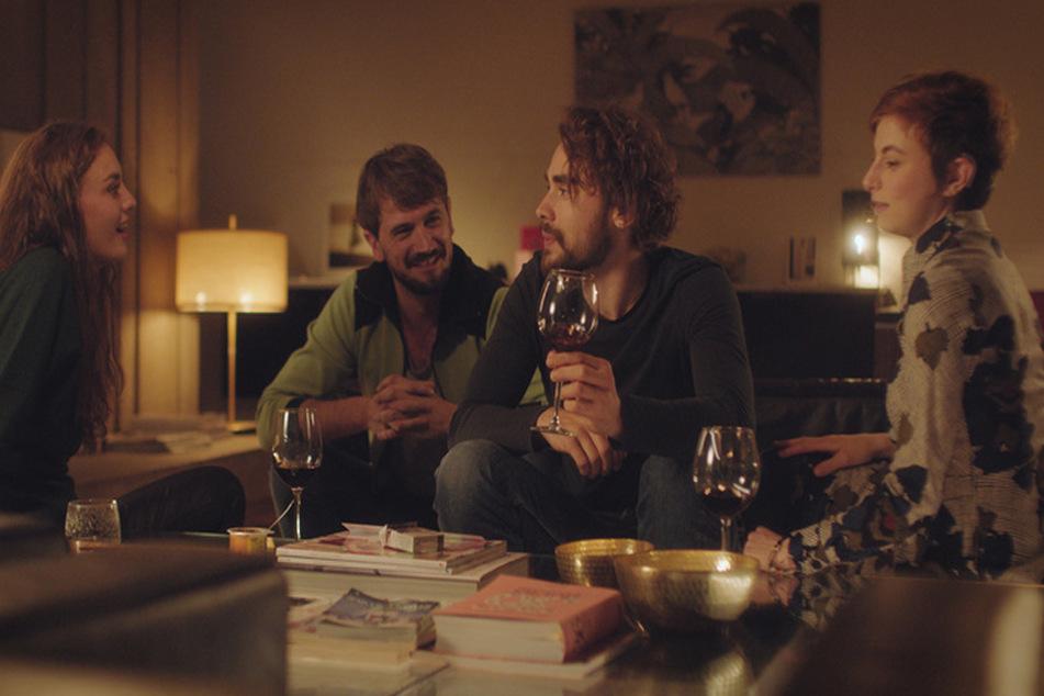 Lisas Freunde planne, auf ihren Pfaden zu wandern: (von links) Zoë (Violet Braeckman), Bart (Michai Geyzen), Michiel (Boris Van Severen) und Ylena (Laurian Callebaut).