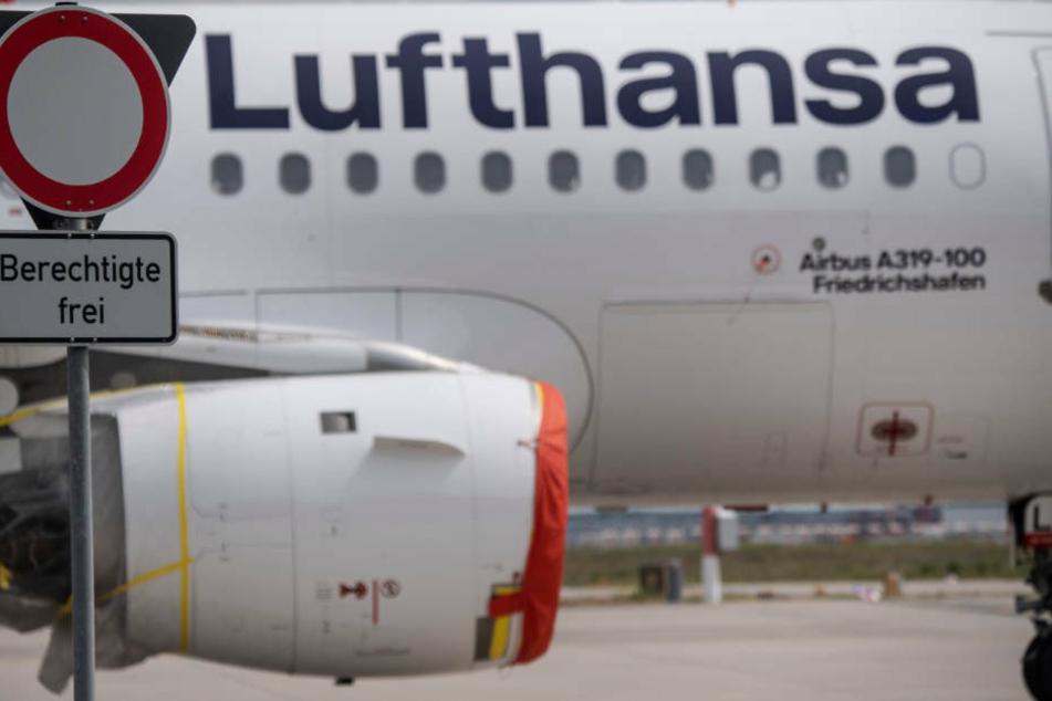 Lufthansa und Eurowings melden keine Einschränkungen beim Flugbetrieb durch die Corona-Notbremse (Archivbild).