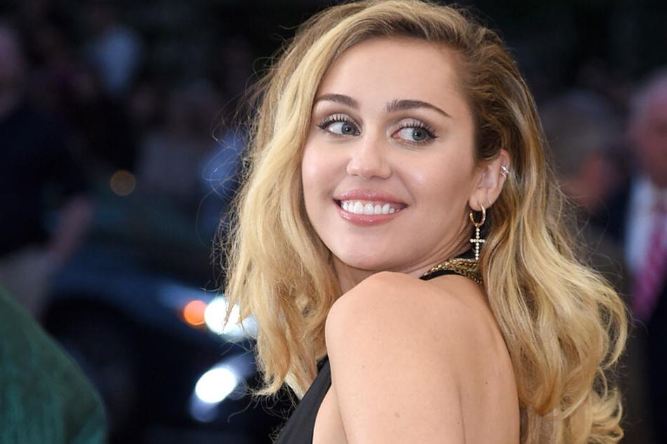 Miley Cyrus (26).
