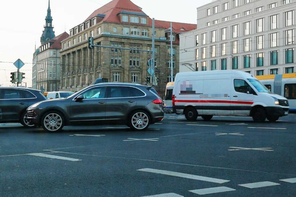 Am Tröndlinring/Gerberstraße stehen die Schnäppchenjäger bis auf die Kreuzung.