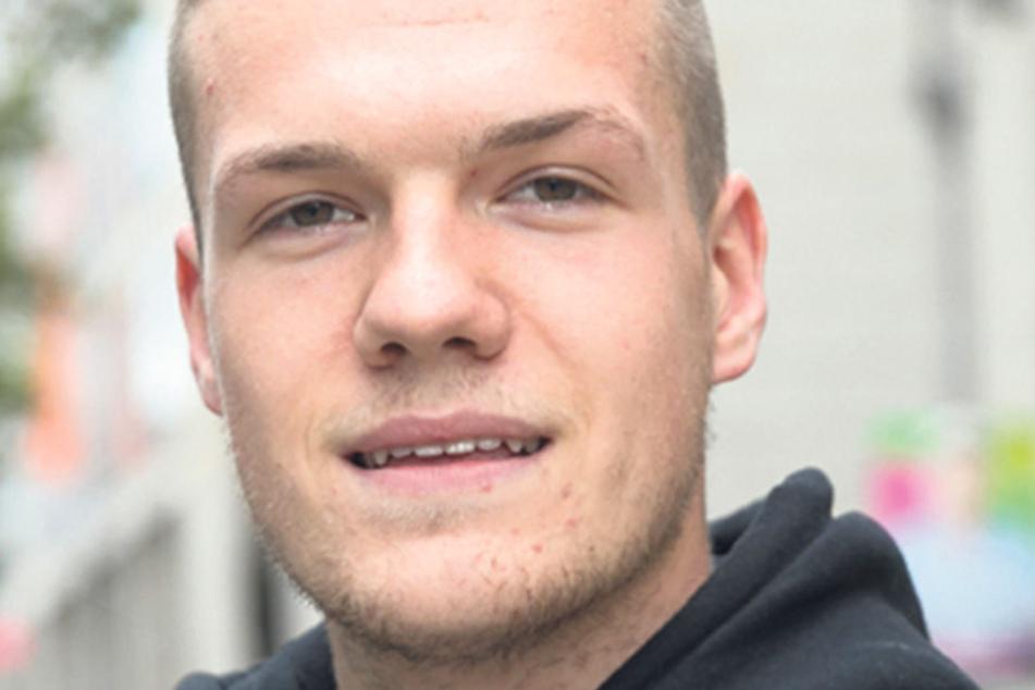 """Lukas Beyer (19), Student aus Dresden, wird kein Wahllokal besuchen, obwohl er erstmals wählen dürfte: """"Ich wähle nicht. Mir sagt keine der Parteien zu, von denen ich die Programme im Briefkasten hatte."""""""