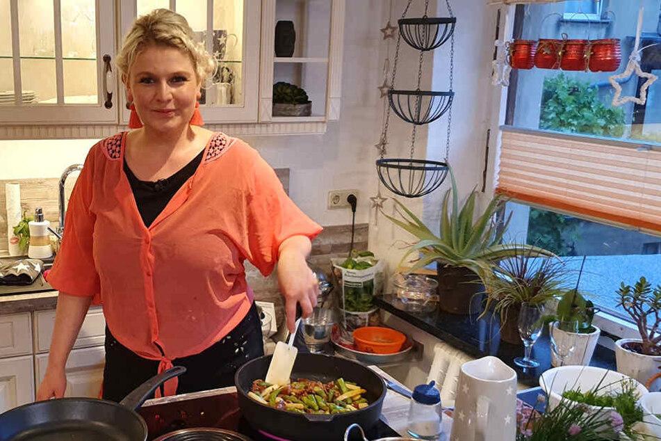 Gleich am ersten Abend kocht Sarah Gierig (32).