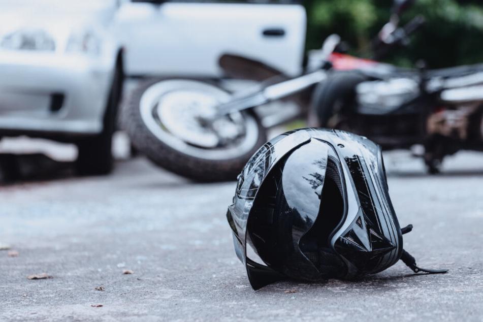 Suff-Fahrer übersieht Biker: 23-Jähriger stirbt vor den Augen seiner Freunde