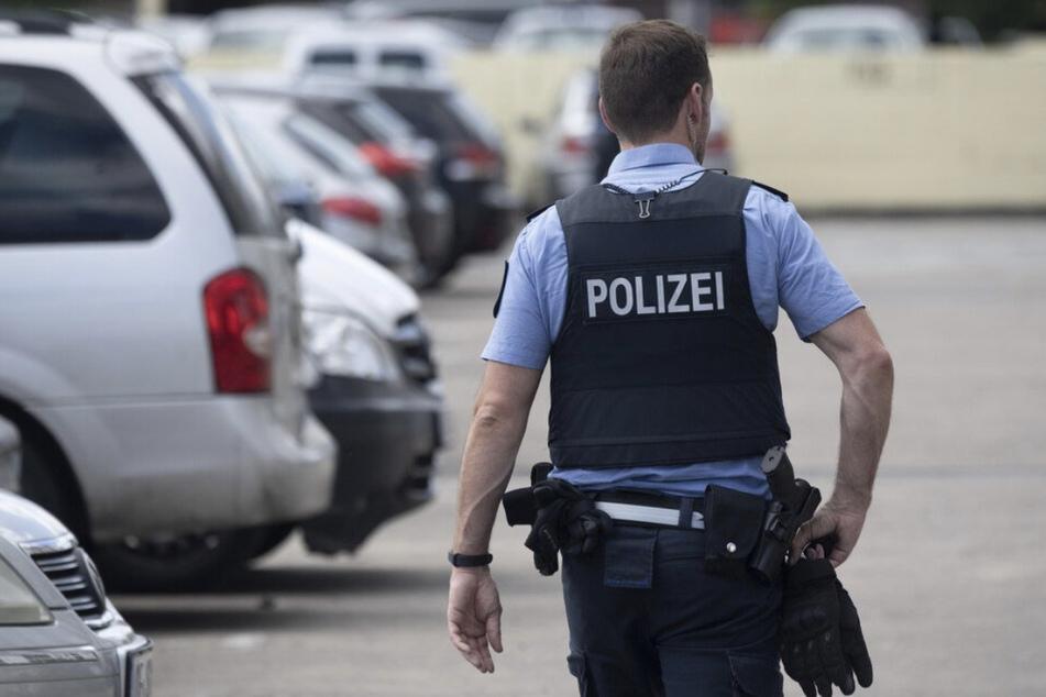 """Der falsche Polizist hatte dem Rentner seine vermeintliche """"Dienstmarke"""" gezeigt. (Symbolbild)"""