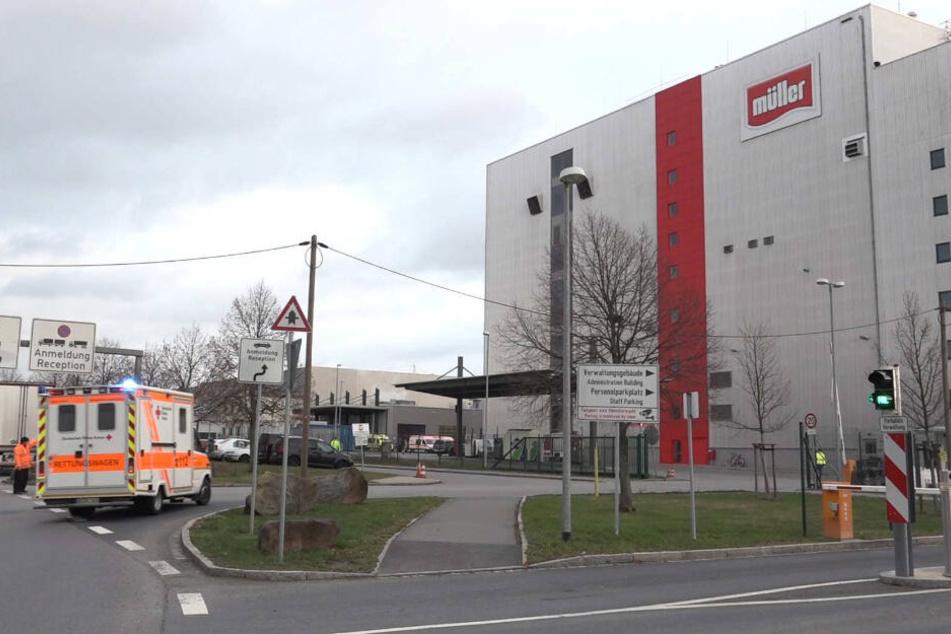 Mehrere Krankenwagen rückten bei Sachsenmilch an.