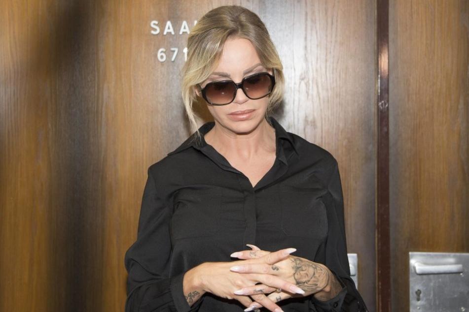 So zugeknöpft präsentierte sich Gina-Lisa Lohfink kürzlich vor Gericht.
