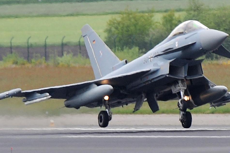 Die Polizei in Unterfranken bestätigte per Twitter einen Kampfjet-Einsatz (Symbolbild).
