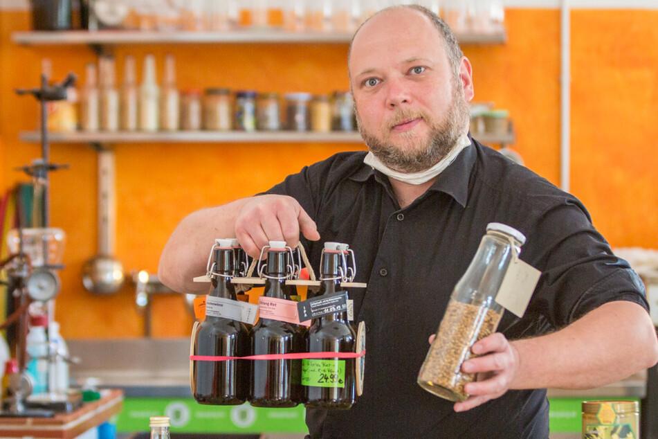 Bier ganz einfach selber brauen! Christian Schwingenheuer (44) hat neben Flaschenbier auch Hopfen und Malz im Angebot.