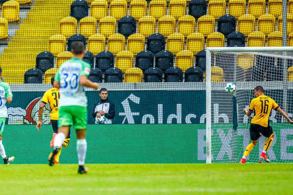 Auch bei der Enstehung des 2:3 war die  Dynamo-Defensive nicht recht im Bilde.