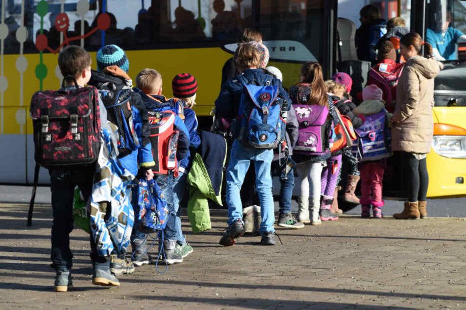 Müssen Eltern künftig nicht mehr für Schüler-Verkehrstickets ihrer Kinder blechen?