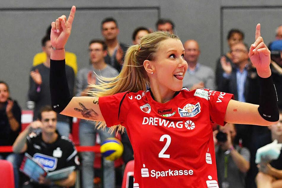 """""""Haha, der Ball ist aus"""", signalisiert Mareen Apitz. Die bejubelte mit ihrem DSC den 3:2-Erfolg über Stuttgart."""