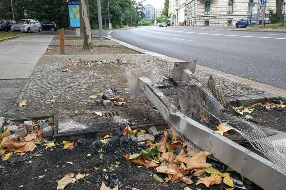Der 30-Jährige kam auf der B6 am Floßplatz in einer Linkskurve von der Fahrbahn ab und raste gegen die Gedenktafel.