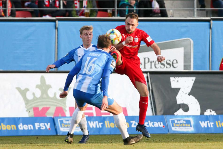 Fabio Viteritti (r.) zog gegen Meppen wieder als Zehner hinter den Spitzen die Fäden.