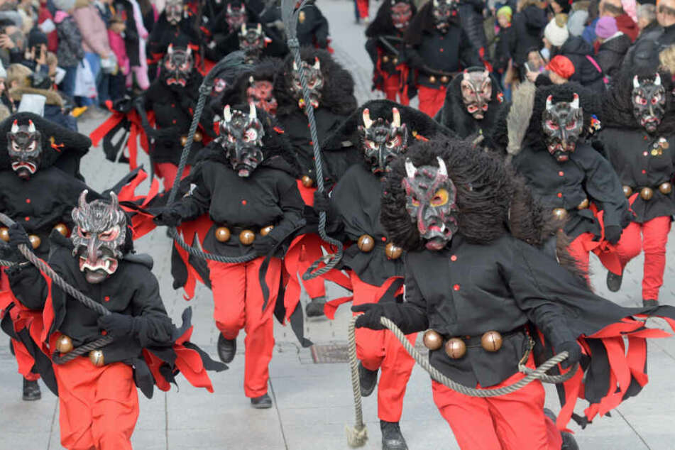 Über 5000 sogenannte Hästräger ziehen am Sonntag durch Offenburg. (Symbolbild)