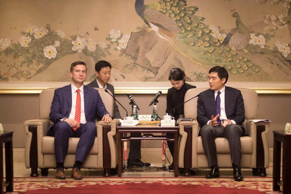 Wirtschaftsminister Martin Dulig (43, SPD, l.) sprach in China mit hochrangigen Partnern aus Politik und Business.