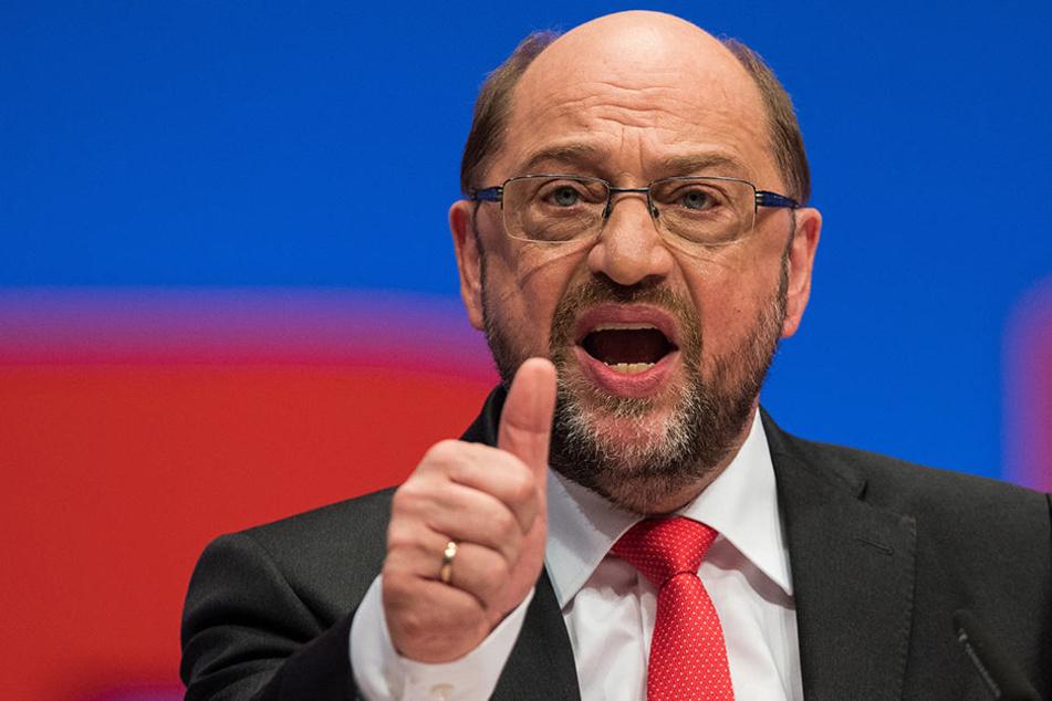 Martin Schulz (61) hat CDU und AfD auf dem SPD-Parteitag in Dortmund attackiert.