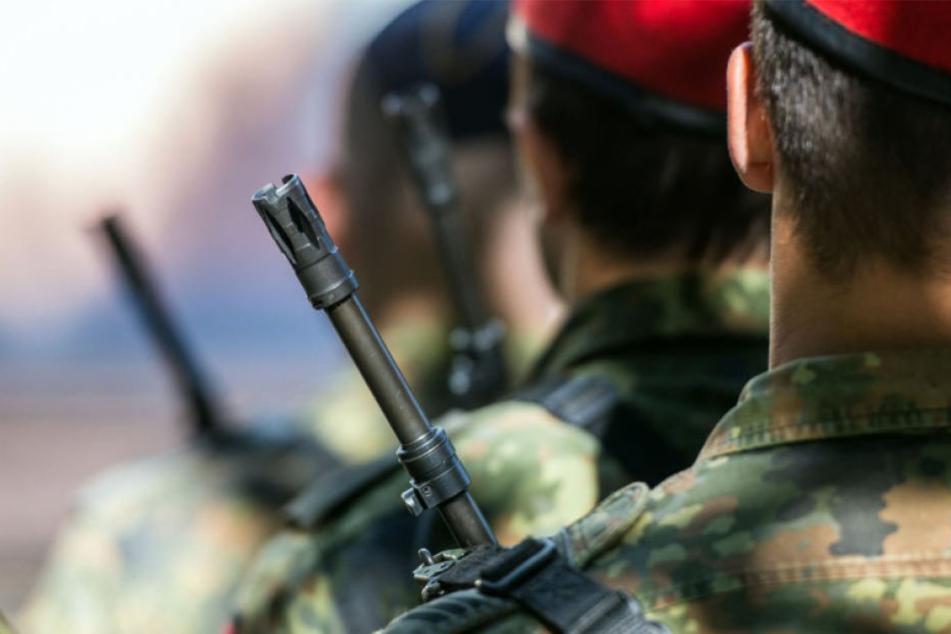 Erschreckend, welches Gedankengut sich unter den Baretten vieler Bundeswehrsoldaten verbirgt. (Symbolbild)