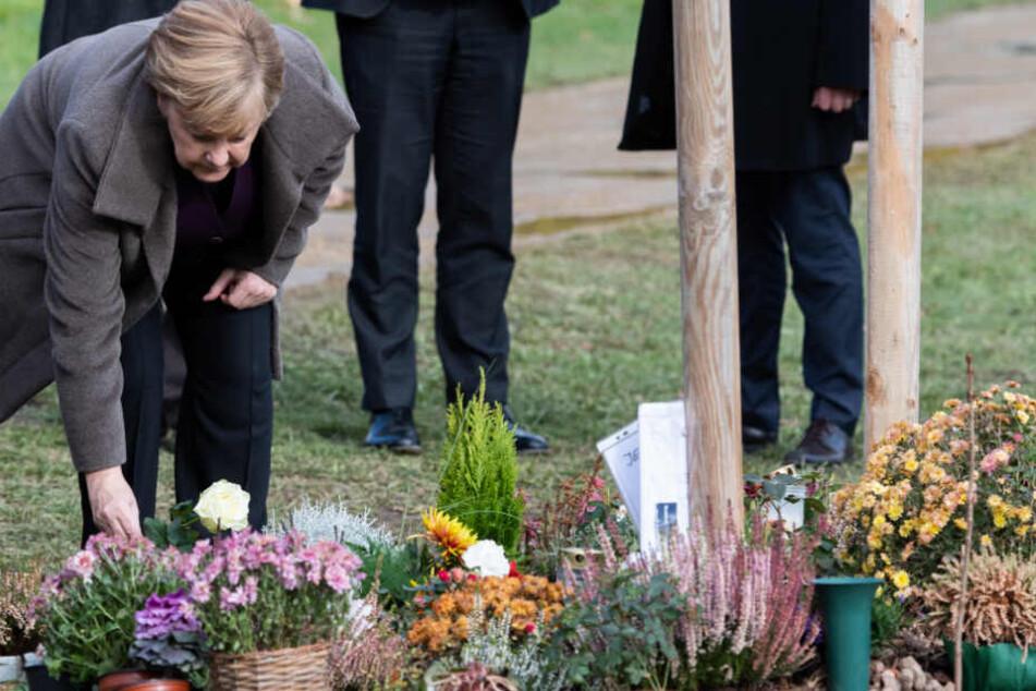 Angela Merkel legte eine Rose für das NSU-Opfer nieder.
