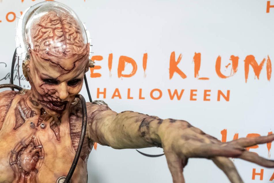 Im Schaufenster eines Einkaufszentrums in Manhattan verwandelte sich Heidi Klum.