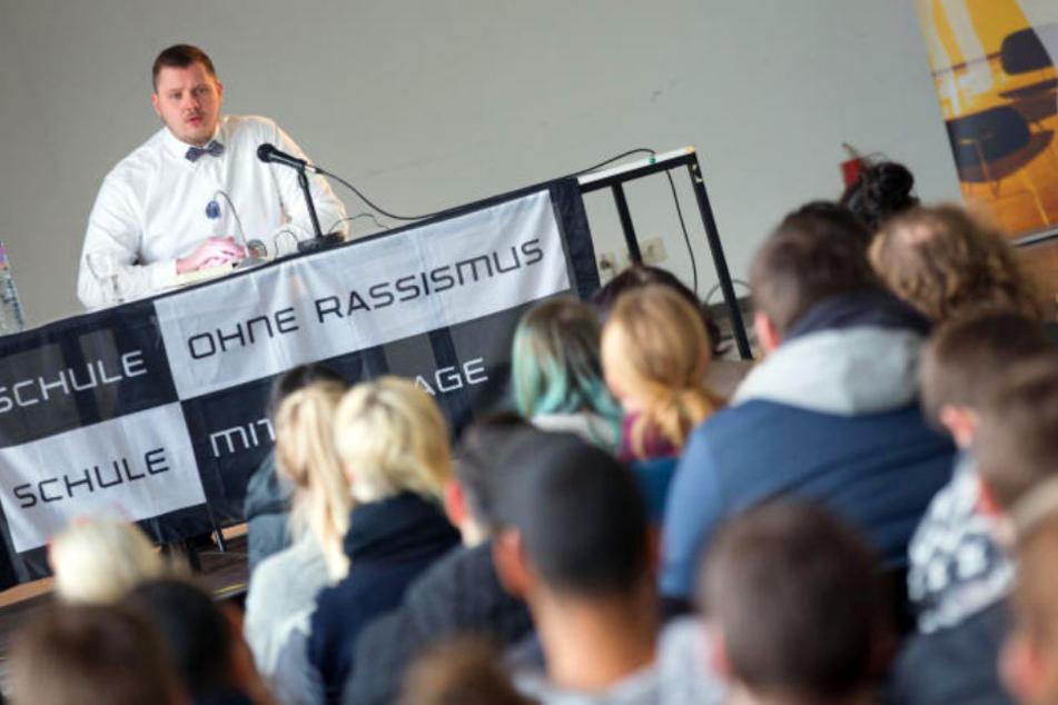 Am Westfalenkolleg in Bielefeld erzählte der Ex-Salafist von seinen Erfahrungen.