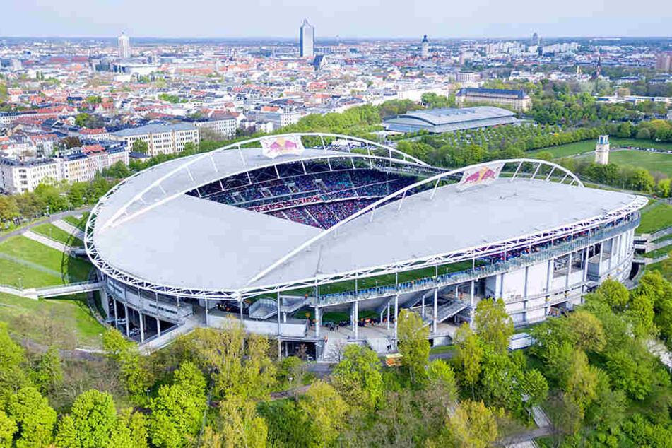 Zirka 14.000 Besucher mehr sollen künftig Platz in der Red Bull Arena finden.