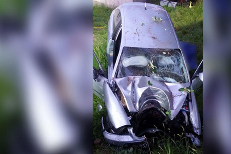 Ein 32-Jähriger verunglückte mit seinem Seat tödlich.