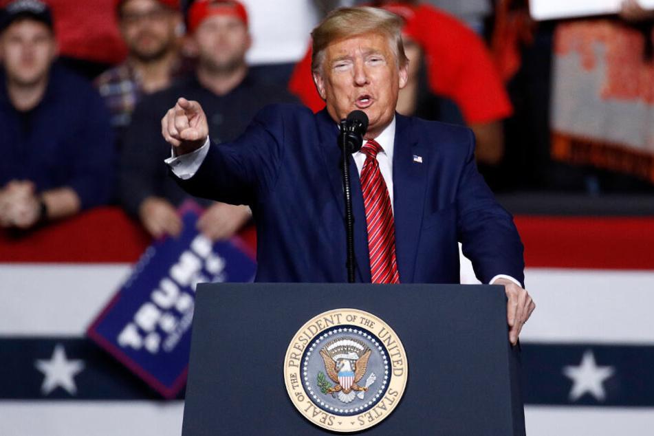 Donald Trump: Für ihn sind die Demokraten schuld am Coronavirus