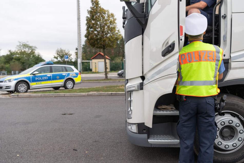 Bei der Kontrolle eines Lkw-Fahrers erlebte die Polizei eine Überraschung. (Symbolbild)