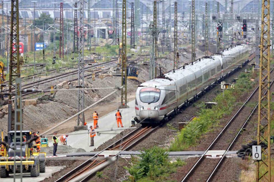 Gleisbauarbeiten im Einfahrtsbereich des Leipziger Hauptbahnhofs.