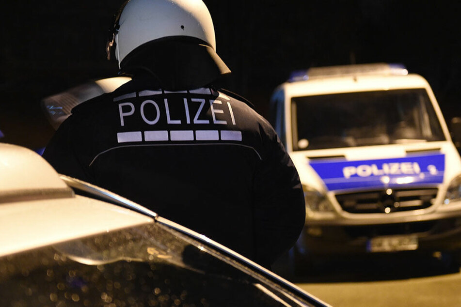 Volksverhetzung! Polizei ermittelt gegen Fußballfans