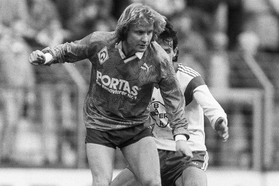 Manfred Burgsmüller, hier im Einsatz für den SV Werder Bremen, galt als echtes Original und wurde mit dem SVW im Alter von 38 Jahren erstmals Deutscher Meister.