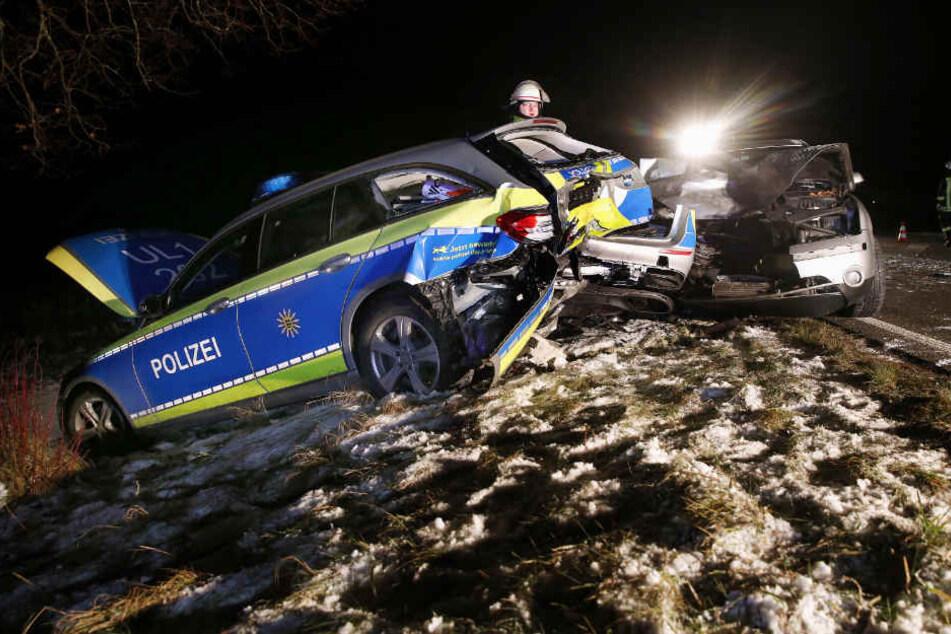 Drei Verletzte! Besoffener kracht in Polizeiwagen