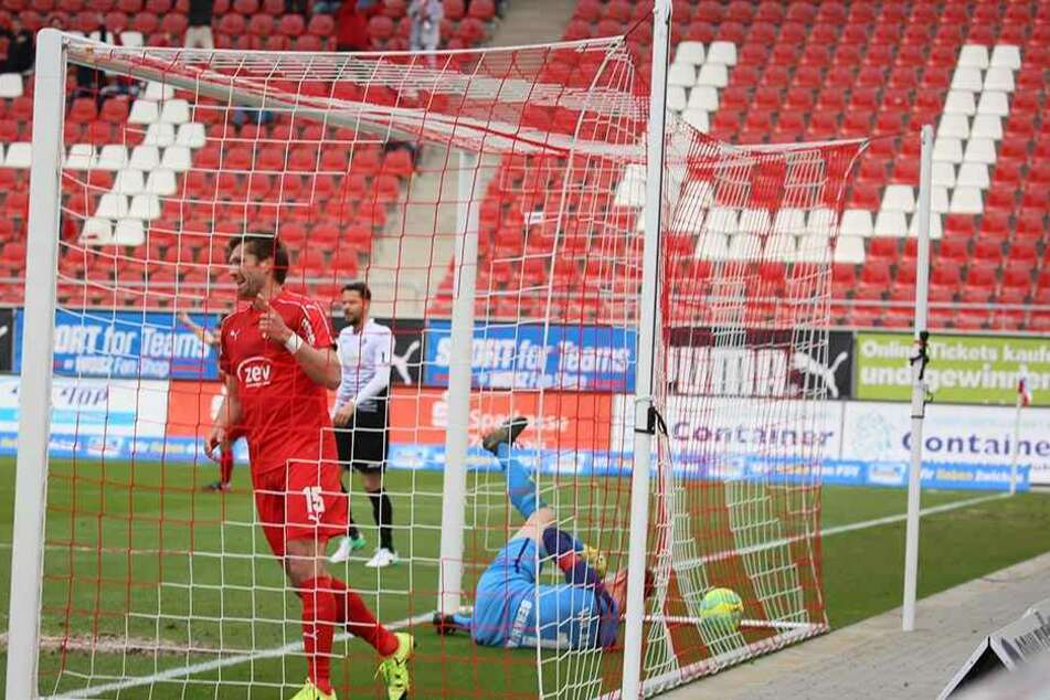 Erfolgreich, aber kein Zuschauermagnet! Beim Treffer zum 1:0 für den FSV Zwickau gegen den VfR Aalen sind die leeren Ränge in der neuen Arena des Drittligisten gut zu sehen.