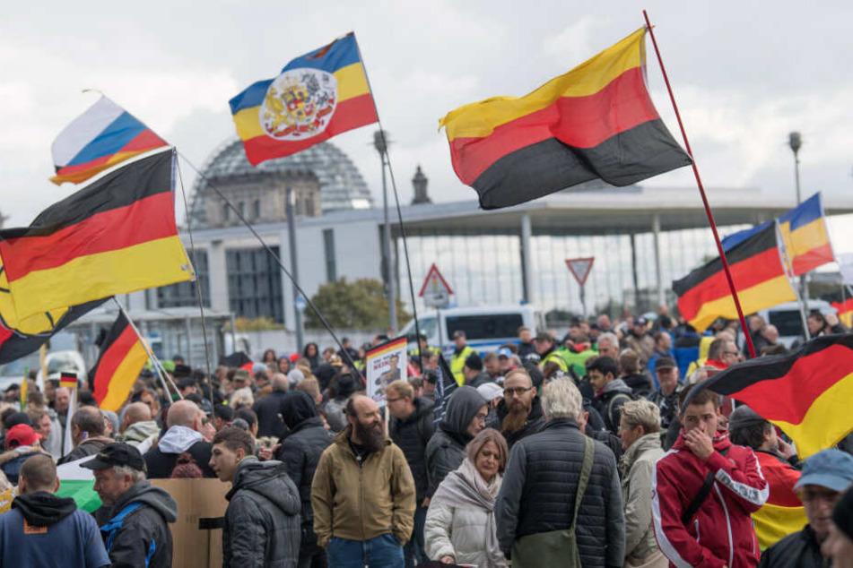 Berlin: Linke Gruppen wollen Nazi-Aufmarsch durch Berlin am Tag der Deutschen Einheit verhindern