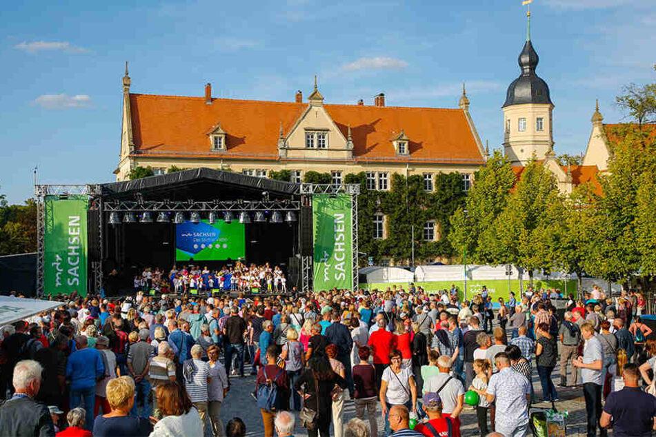 Das Bühnenprogramm lockte Freitag viele Besucher.