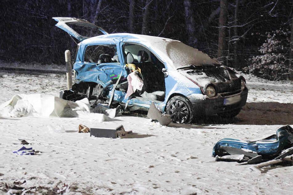 Renault schleudert in Seat: Beifahrer ist sofort tot