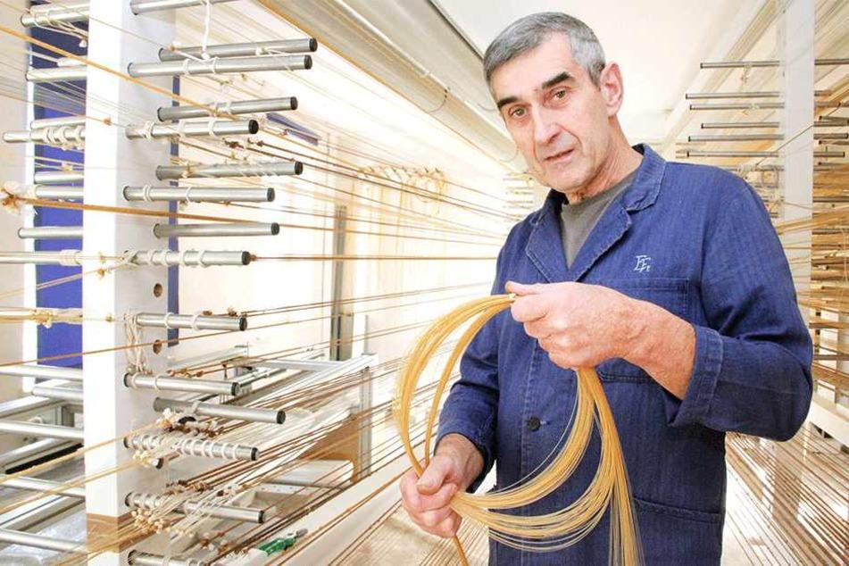 Wolfgang Frank (67) ist der einer der letzten seiner Art: Er stellt Saiten  für Instrumente aus Schafsdärmen her.