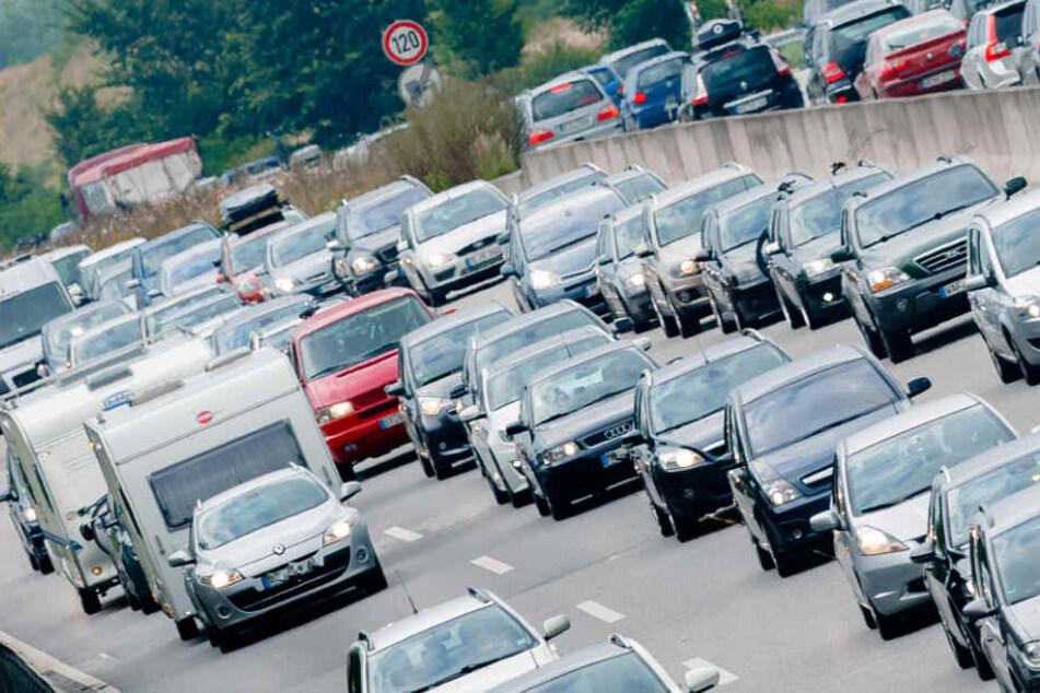 Fünf Autos krachen zusammen: Staureicher Start ins Oster-Wochenende
