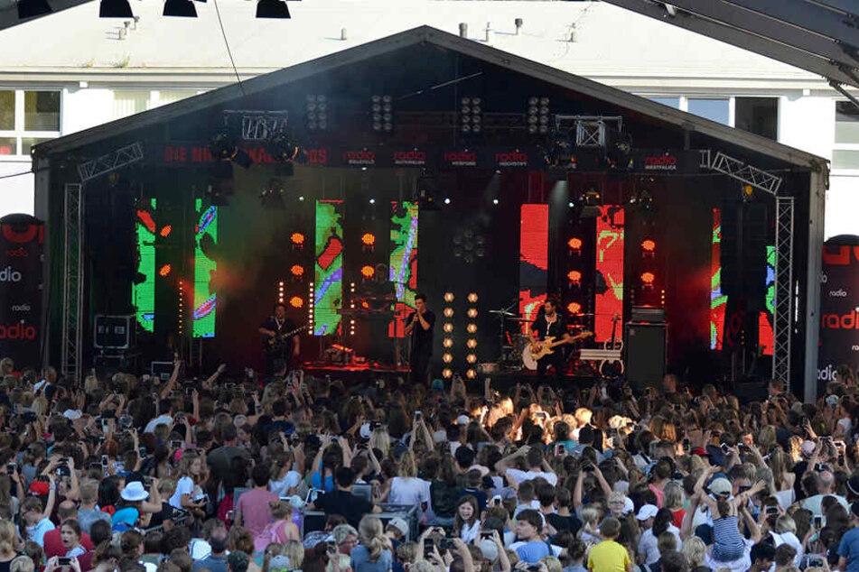 Mehrere tausend Fans von Chartstürmer Wincent Weiss umjubelten seinen Live-Auftritt.