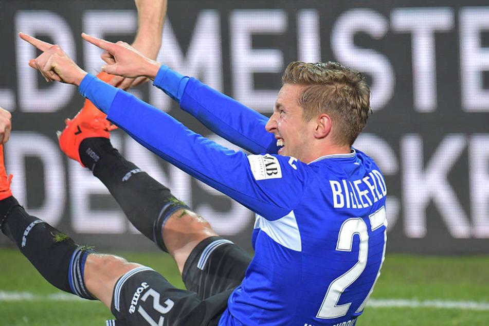 Nach dem Torjubel zum 4:0 gegen St. Pauli blieb Kerschbaumer, wenn auch lachend, erstmal mit einem Krampf liegen.
