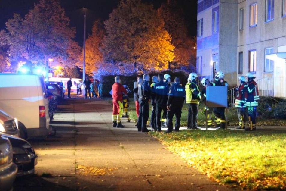 Unbekannte versprühen Reizgas in Treppenhaus, zwei Verletzte