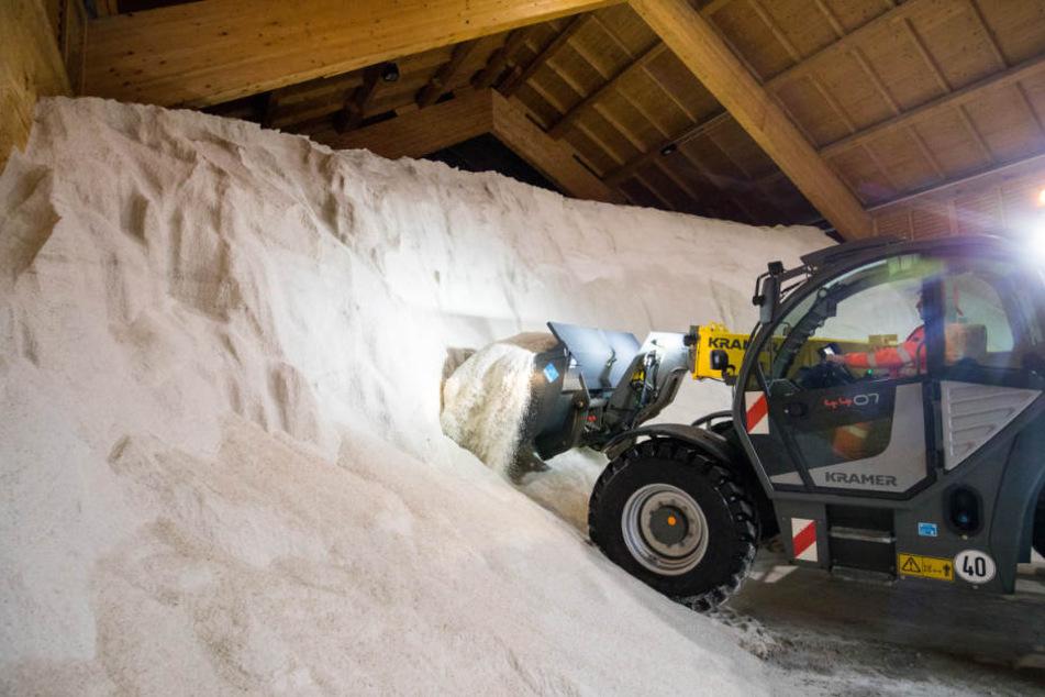 Rund 1500 Tonnen Salz hat der Abfallentsorgungs- und Stadtreinigungsbetrieb Paderborn (ASP) eingelagert. (Symbolbild)