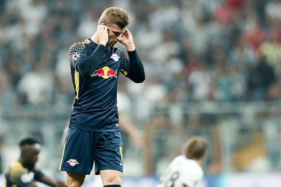 Timo Werner fällt nach Angaben seines Vereins RB Leipzig wegen einer Blockade der Halswirbelsäulenmuskulatur und des Kiefergelenks aus.